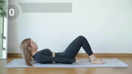 瑜伽少女:瑜伽能帮你锻炼全身,让你的身体线条更加完美!