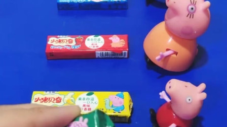 小猪们要吃口香糖了,乔治的口香糖还有贴纸,这些贴纸都很好看