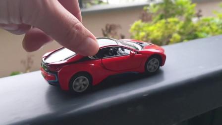 各种汽车在阳台上移动金斯马特玩具车