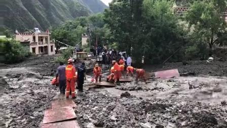 四川小金县泥石流致31失联 直击消防员搜救现场