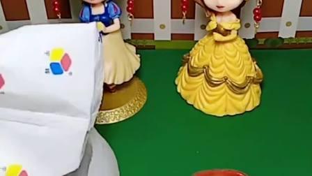 王子喜欢吃花朵形状的布丁,这是我贝儿特意做的,你没有吧!