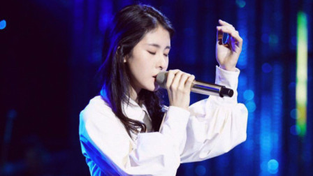 张碧晨现场一首《花心》唱功很好,很动情