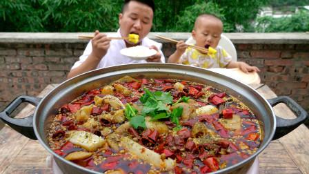 """2斤肥肠 4斤鱼川菜厨师做一道正宗""""肥肠鱼""""麻辣鲜香 肉质鲜嫩"""