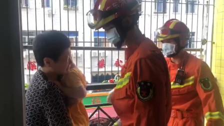 深圳熊孩子将头伸进护栏被卡,消防紧急救援