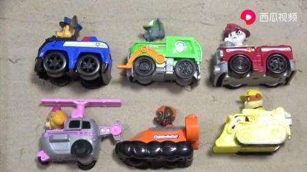 面包超人在沙地上做拼图 汪汪队的6只狗狗排队找玩具车