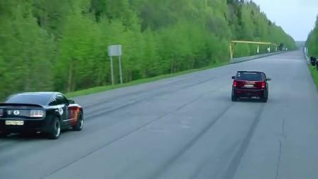 极速性能车对决,加速JEEP SRT8更快,后段福特野马优点特出,你喜欢哪款车?