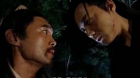 武林高手晚上在树林遭到蒙面高手偷袭,两人大战,精彩