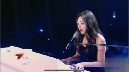 张含韵钢琴弹唱经典歌曲,一开口温柔坚定,小女孩长大了
