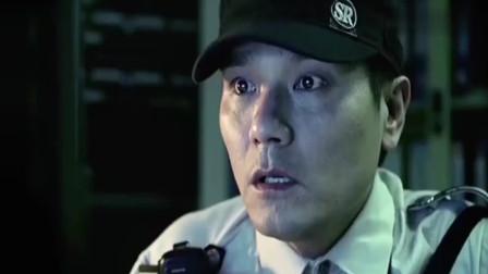 保安在监控偷看情侣亲热,不料却在监控里看见有鬼影飘过