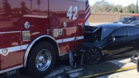 """最""""牛""""消防车,警车和豪车都是拦路车?敢挡我救火,照撞不误!"""