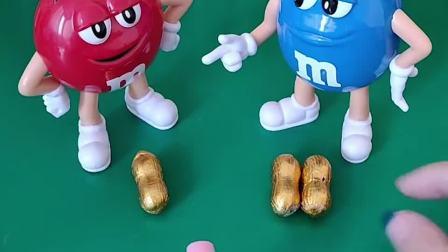 三个花生巧克力,小红和小兰不知道怎么分,佩奇来帮小红小兰分哦!