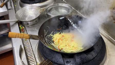 炒土豆丝要不要焯水,高级大厨示范给你看,这技术太棒了