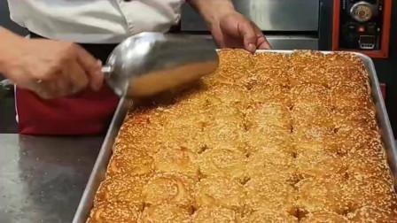 四川农村,老面包的制作过程,小伙这样做是在干嘛?