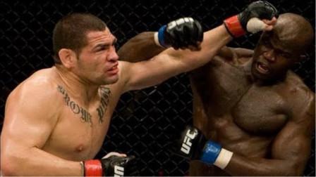 "UFC重量级对决,""院长""凯恩vs""法国黑煞""康戈,拳头就是道理!"
