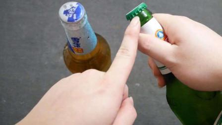 """才知道,啤酒瓶盖上有个""""小机关"""",不用开瓶器,小孩子也能拧开"""