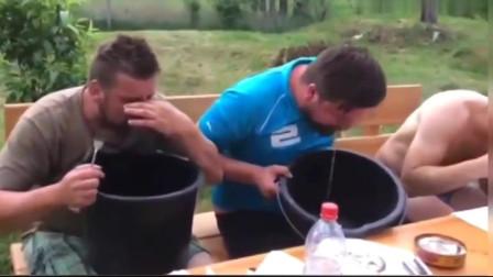 挑战鲱鱼罐头失败合集,笑得要岔气了,真有这么臭吗?