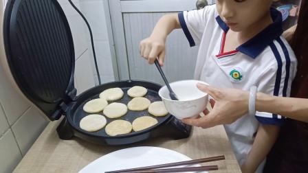 母子联手制作新鲜玉米饼和土豆饼,好看又好吃,开心又快乐!