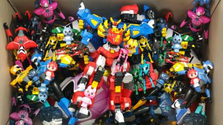 满盒缤纷迷你特工队玩偶和机器人玩具展示