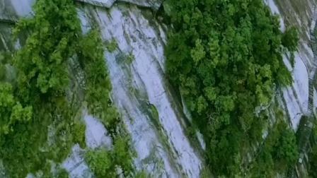 行走在悬崖峭壁之间