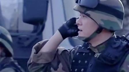 军人执行任务,熊孩子拿玩具枪对着军人,军人果断开枪
