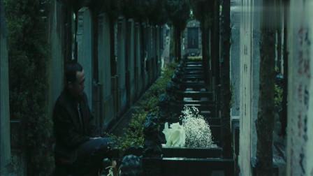 致我们终将逝去的青春:包贝尔看望江疏影,发现有人来,却躲起来