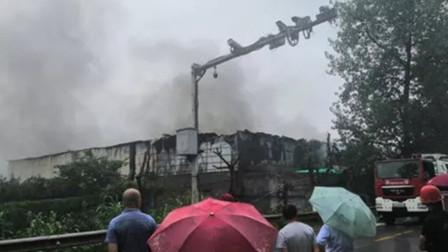 冻库因线路短路发生火灾 现场火势凶猛损失高达1000万元