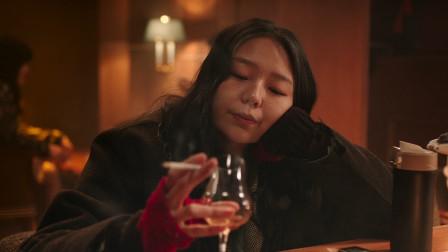 讽刺现实片《小公女》:女孩为抽好烟喝好酒,开始睡遍朋友圈旅行
