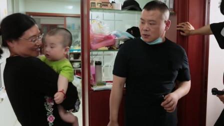 岳云鹏太搞笑啦,敲陌生人家借用厕所