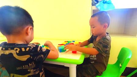 小妹准备8月份让儿子上学,去幼儿园参观下,学费比罗丹学费便宜