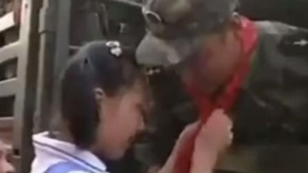22年前的一段珍贵视频。98年抗洪胜利后,九江人民送别解放军画面!