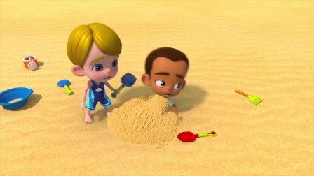 百变布鲁可:孩子们玩堆沙子,被突然出现的机器人吓跑