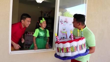国外少儿时尚,萌宝在制作生日蛋糕给家人食用,真是勤劳呀