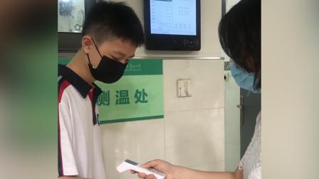 武汉高中非毕业年级今日正式复学!学生上课前进行三次测温