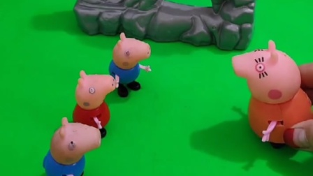 怪兽就要来了,猪妈妈把孩子们藏起来,大家会救猪妈妈吗?