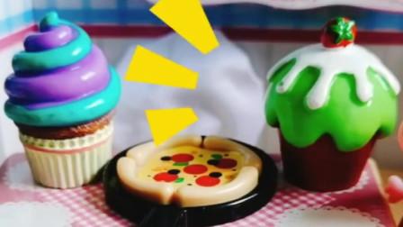 苏西要来家里做客,佩奇准备了披萨蛋糕,真是个能干的小主人!