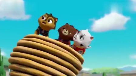 汪汪队:阿奇用网子停下了披萨塔,小猫咪们却危险了