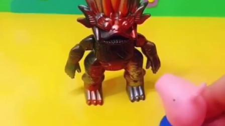 怪兽假装自己是奥特曼,结果骗了好几个小朋友,不能让怪兽在得逞