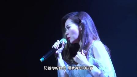 张靓颖携手众粉丝一首《画心》,开口海豚音惊艳全场,不愧是女王!
