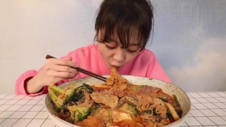 大胃王mini说这麻辣烫很好吃,一问价格很多网友都不淡定了