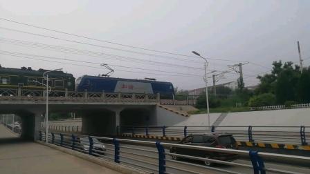 京局石段HXD3C牵引K1396次列车晚点十分钟出站