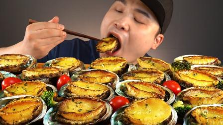 大胃王吃一整桌的鲍鱼,一口一个真是大快朵颐,这吃法一看就是土豪