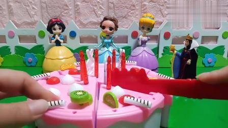 王后给小公主们发蛋糕吃了