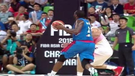 霸气十足,中国男篮对阵菲律宾,大魔王周琦篮下的两次争抢太霸气