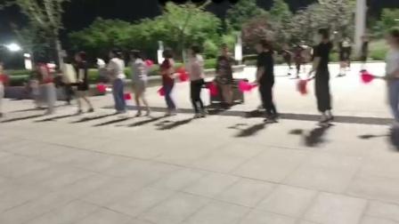 荣蓉广场舞步子舞《兔子舞》
