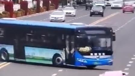 贵州公交坠湖调查结果公布:司机蓄意报复社会