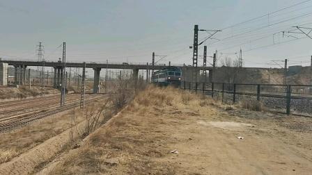 神华集团大准公司双机韶四B108,145牵引万吨快速通过大同东站去往燕庄方向