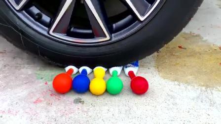 牛人把冰淇淋脆筒放在车轮下面,请勿轻易模仿,真的好减压啊!