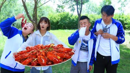 学生和老师打赌,用洗衣粉做出神奇泡泡机,成功吃到小龙虾