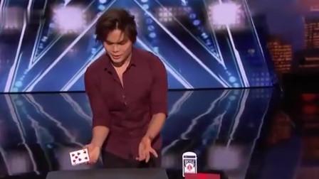 美国达人秀:中国小伙表演魔术,导演坐在跟前都看不懂,太牛了!