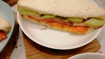 自制三明治,早餐首选,营养丰富又好吃。